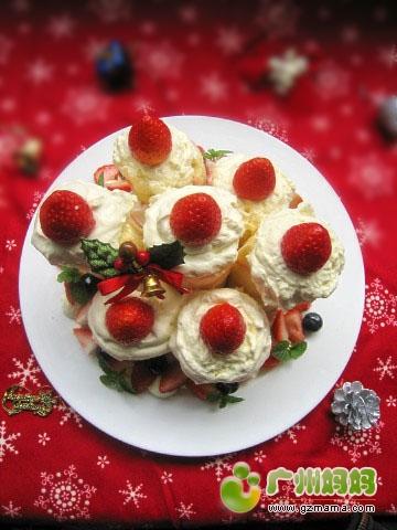 圣诞蜡烛装饰蛋糕卷