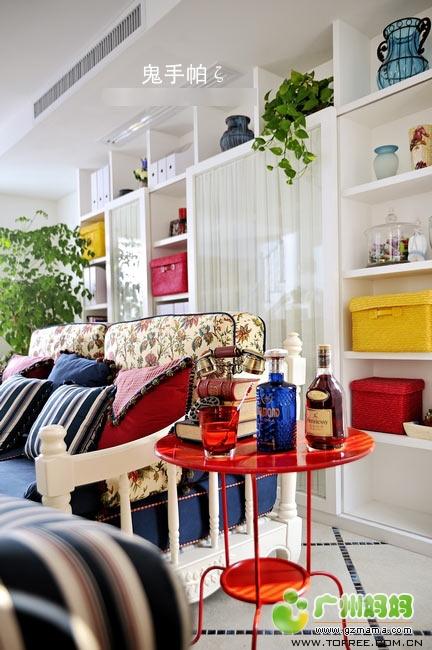 手帕的作品  沙发后面有个大柜子,鬼手帕的作品颜色搭配真的好厉害