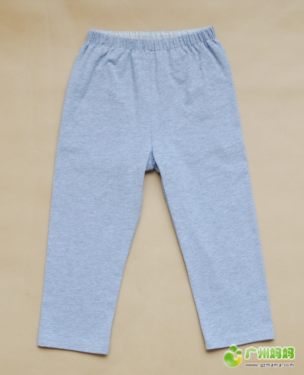 晒晒我做的裤子吧.   有一次,她幼儿园的小朋友尿裤子了,没带