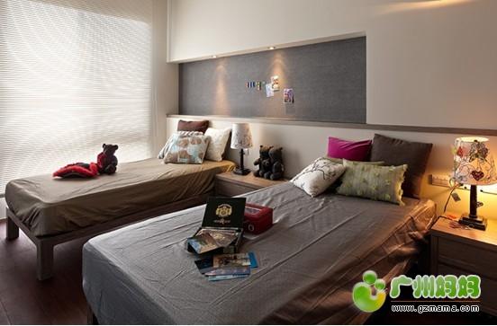 原储藏间可以满足布置两张1米床的要求,请参阅设计图纸方案.