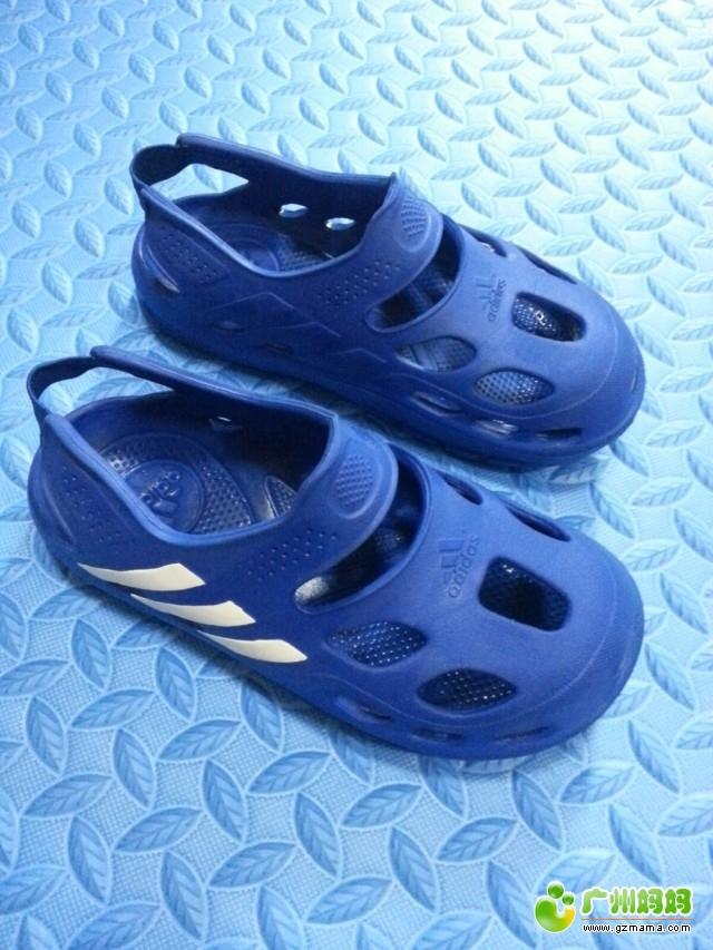 转让儿子3 6岁的衣服和香港购入阿迪凉鞋匡威高帮鞋等